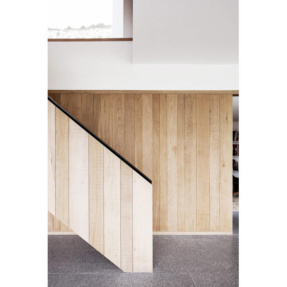 3/7|Staircase detail